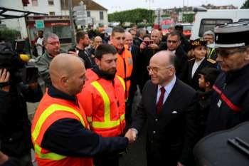 Soutien du Ministre de l'Intérieur, Bernard Cazeneuve, aux sapeurs-pompiers