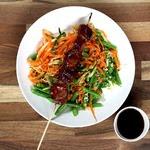 Свинина Терияки с разноцветным салатом