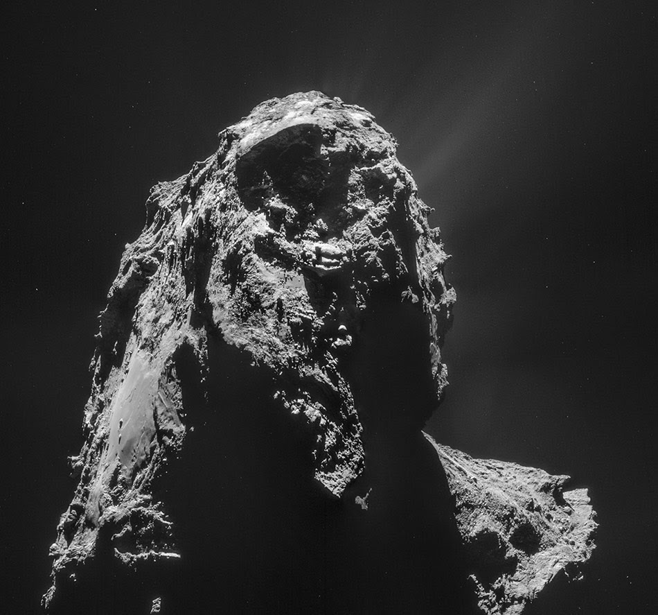Rosetta photo of Comet 67P/C-G.