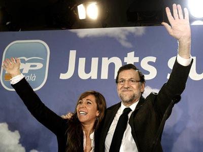 La presidenta del PP catalán, Alicia Sánchez Camacho, y el presidente del Gobierno, Mariano Rajoy, durante la última jornada en Barcelona de la convención del PP 'Juntos Sumamos'.