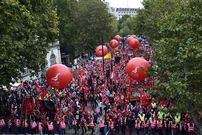 Manifestación en el Reino Unido exigiendo mejores salarios