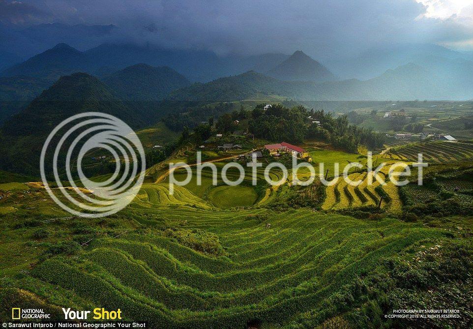 Mây dần che phủ bầu trời trên những thửa ruộng bậc thang ở miền bắc Việt Nam.