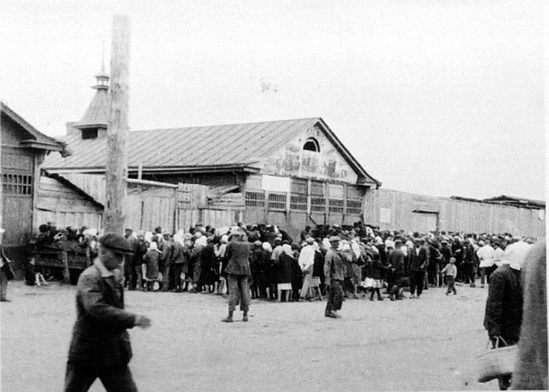 File:Bread for a gold - A queue in Kharkiv 1932.jpg