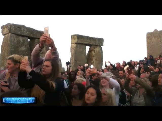 UFO News ~ What Just Happened At Stonehenge? Alien Craft? Star Gate Portal? plus MORE Sddefault