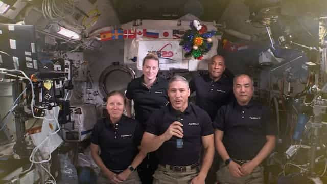 Astronautas da Estação Espacial enviam mensagem de Natal
