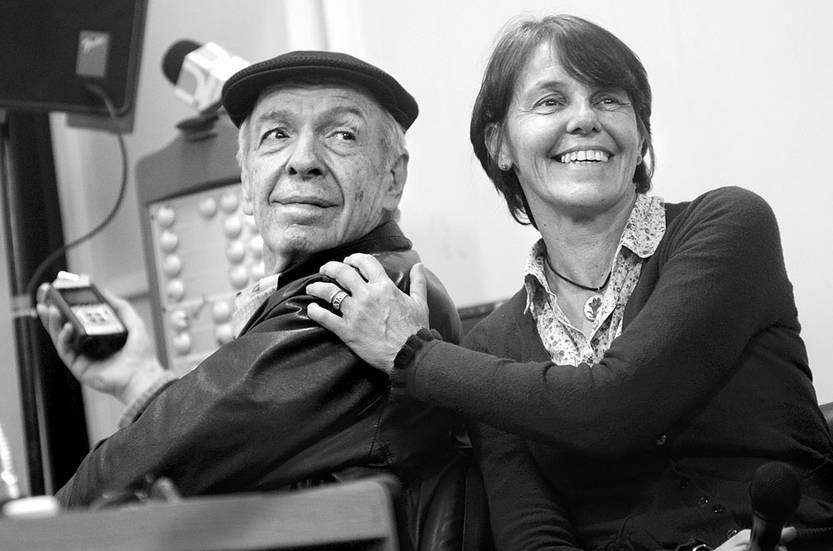 Daniel Viglietti y Mariana Mota, en una charla sobre los derechos humanos desde la primera Marcha del Silencio en 1996, ayer, en el Instituto de Comunicación. Foto: Pablo Vignali