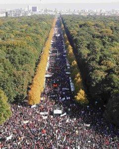 Vista general de la manifestación en Berlín contra el TTIP. REUTERS/Fabrizio Bensch