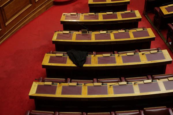 Τροπολογία Παππά για την μοριοδότηση των υπαλλήλων στα Γραφεία Τύπου προκαλεί ερωτήματα