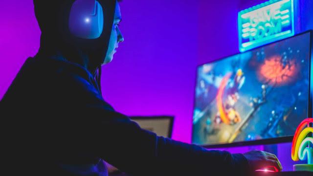 Games são a nova fronteira de Hollywood e até Keanu Reeves se rendeu aos pixels