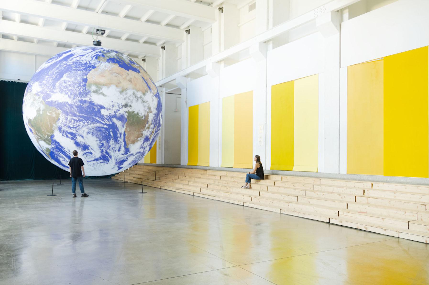 Installazione ''Gaia'' di Luke Jerram, BASE Milano