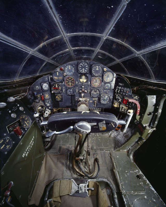 http://www.laboiteverte.fr/21-cockpits-davions/07-cockpit-avion-bell-x-1/