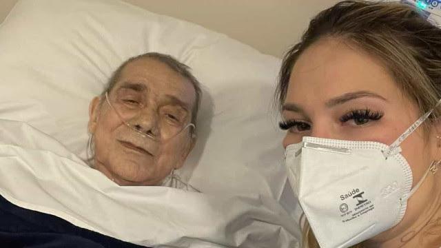 Virginia Fonseca visita pai, internado com bactéria no pulmão