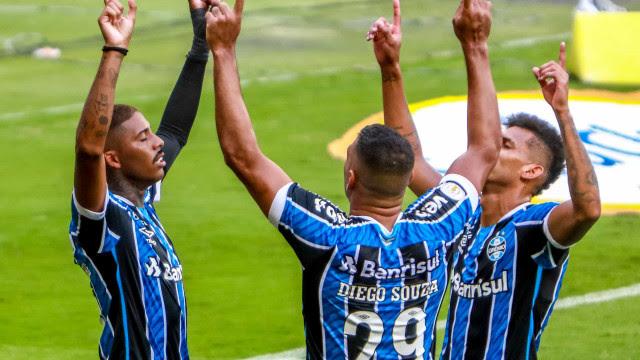 Grêmio encerra jejum, acirra briga pela Libertadores e goleia rebaixado Botafogo