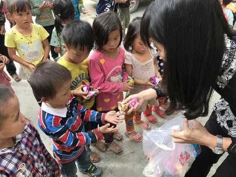 Volunteer Tina Huang loved giving candy to the kids at Lin Wang School.
