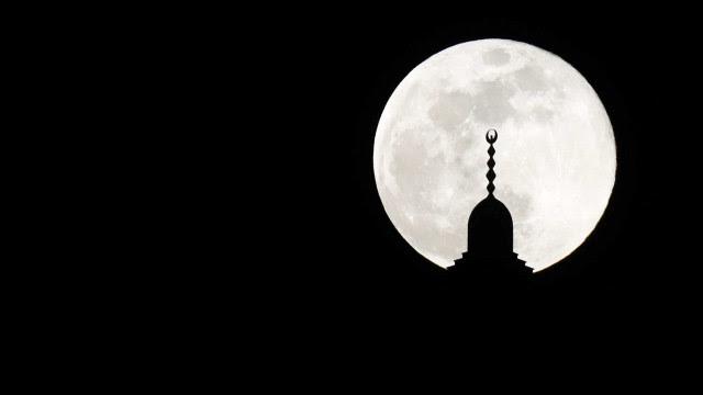 Eclipse lunar total e maior superlua do ano acontecem de forma simultânea