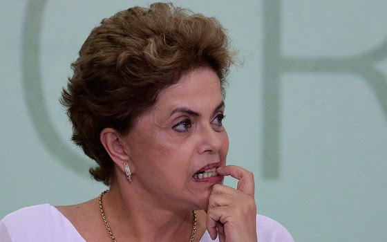 A presidente Dilma Rousseff em encontro no Palácio do Planalto, dia 1º de abril (Foto: AP Photo/Eraldo Peres)