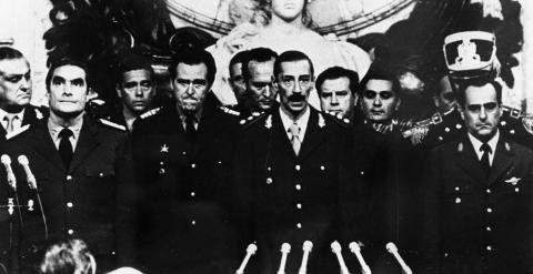 Ceremonia de investidura de Videla el 24 de marzo de 1976. EFE