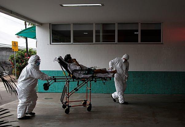 Los sistemas hospitalarios de todo el país están saturados