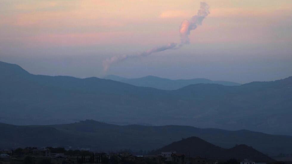 La fumée monte lors des combats entre les forces arméniennes et azerbaïdjanaises dans les montagnes du Haut-Karabakh, le 23 octobre 2020.