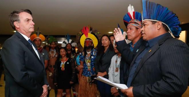 15/08/19 - El presidente brasileño, Jair Bolsonaro, en una recepción a líderes indígenas en agosto de este año. / ALAN SANTOS