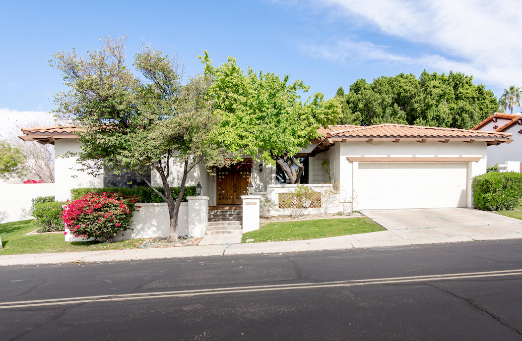 3134 E Claremont Ave, Phoenix, AZ 85016. Wholesale listing in a GUARD-GATED BILTMORE GREENS COMMUNITY!