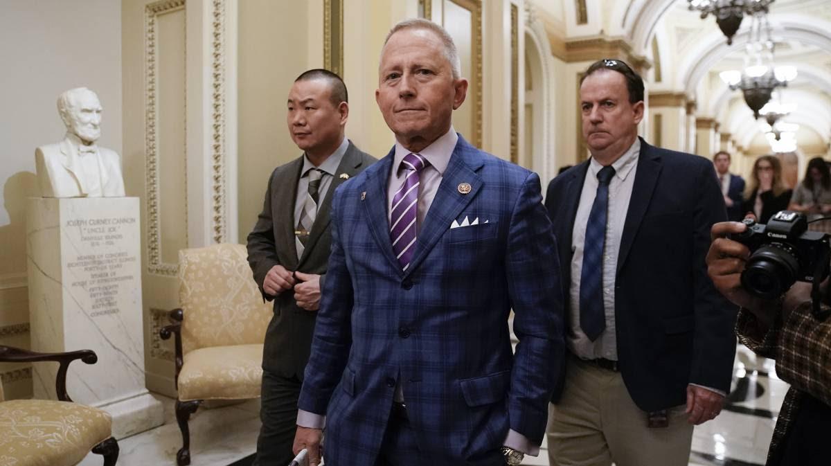 """Los tres demócratas que votaron """"no"""" al 'impeachment' contra Trump"""