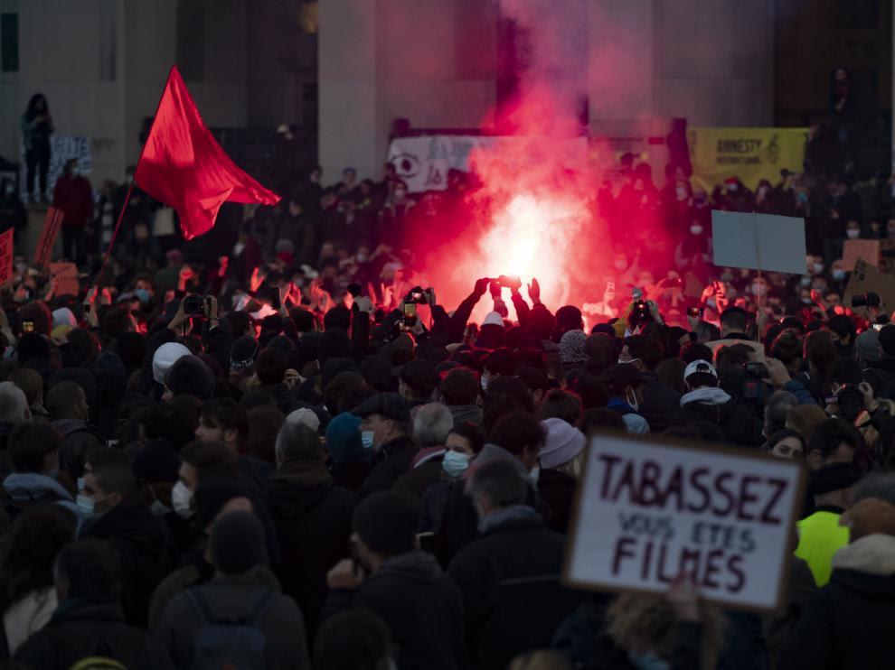 miles de franceses se echan a la calle contra la ley de seguridad