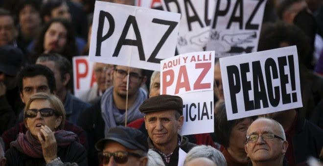Miles de personas se concentran en Madrid contra el terrorismo y la intervención en Siria.- REUTERS/Andrea Comas