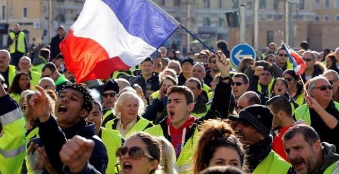 Manifestantes de los 'chalecos amarillos' en Francia. / REUTERS - JEAN-PAUL PELISSIER