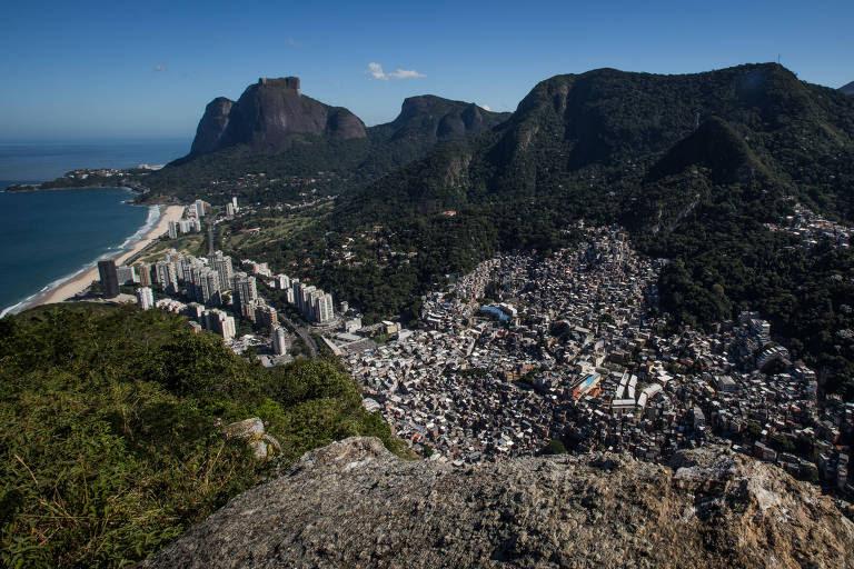 A partir do morro Dois Irmãos, vista da Rocinha e da praia de São Conrado; o Rio de Janeiro aparece em décimo lugar no REE-F