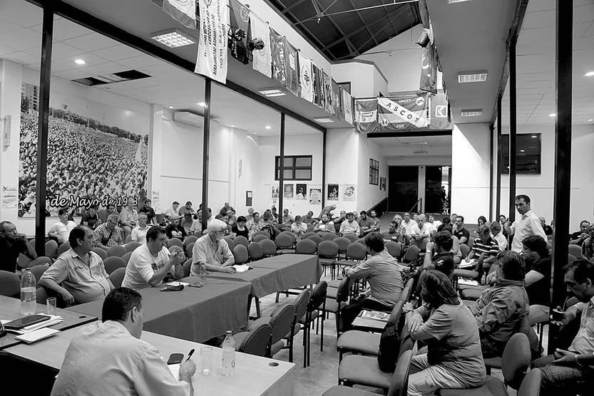 Mesa Representativa Nacional ampliada del PIT-CNT, ayer, en la sede de la central. Foto: Pablo Nogueira