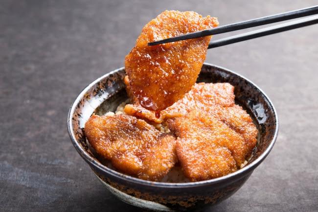濃厚な甘辛ダレがたまらない『元祖:牛たれカツ丼』