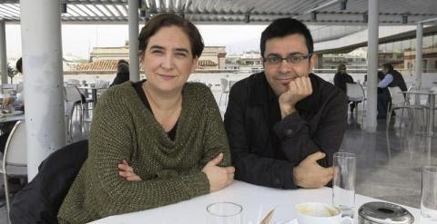 Ada Colau y Gerardo Pisarello, durante su visita a Atenas. - EFE