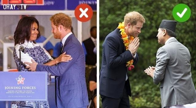 4. Những người không thuộc gia đình Hoàng gia Anh không được phép chạm vào người họ,hoàng gia anh,quy tắc,luật lệ,gia đình hoàng gia,nước anh