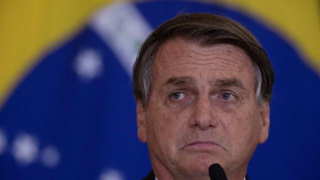 Bolsonaro se irrita com pergunta sobre os mais de 600 mil mortos