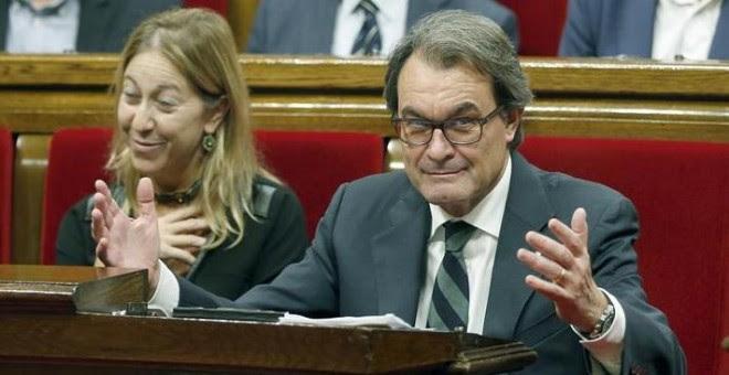 El presidente de la Generalitat en funciones, Artur Mas, y la vicepresidenta Neus Muntè, en el Parlament. / EFE