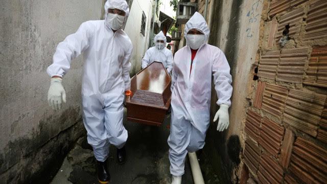 Estamos em uma guerra, e na guerra você enterra, diz prefeito de Manaus