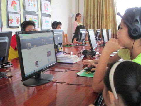Computers given to Du_an Special Education School