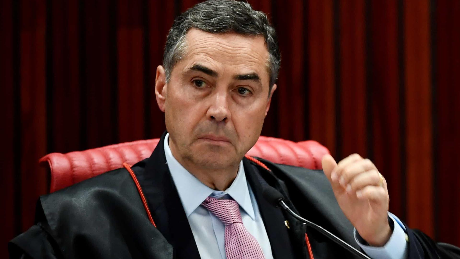 Presidente do TSE rebate Bolsonaro e diz que lida 'com fatos e provas'