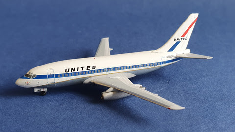 Boeing 737-200 United N9001U