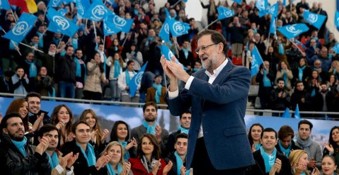 El candidato del PP, Mariano Rajoy, durante el acto central de su partido que se ha celebrado hoy en la plaza de toros de Las Rozas (Madrid). EFE/JuanJo Martin