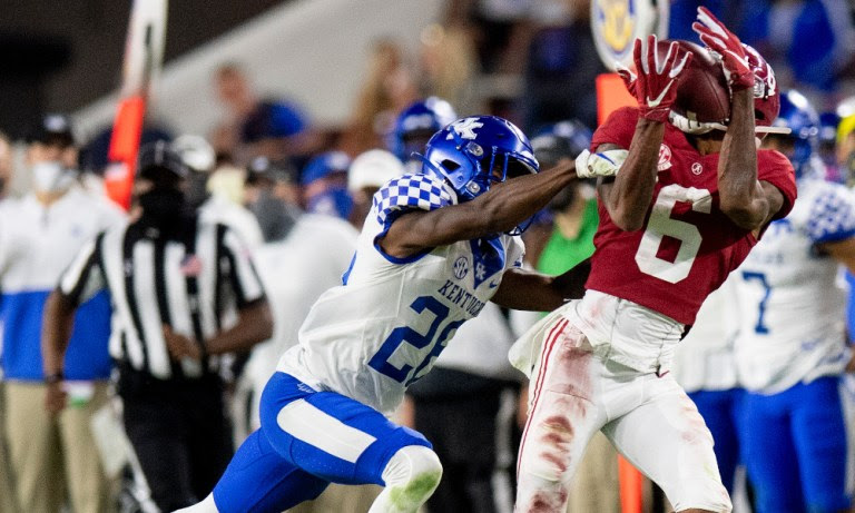 DeVonta Smith makes a catch along the sideline against Kentucky