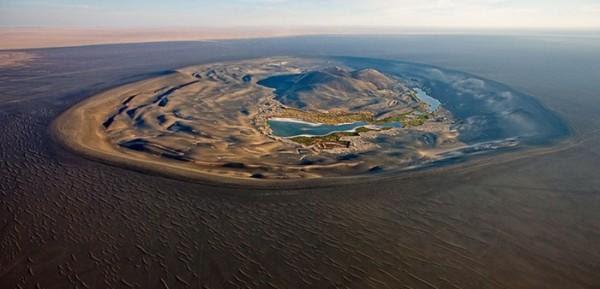 diaforetiko.gr : 6971 289492183 600x289 Αυτός ο κρατήρας στην έρημο κρύβει μέσα του κάτι μοναδικό