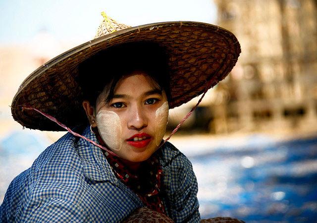 http://chicquero.files.wordpress.com/2012/03/international-womens-day-chicquero-myanmar.jpg?w=800