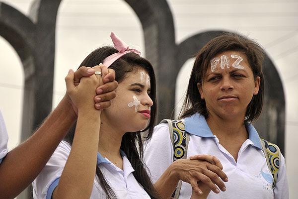 Moradores de Macaíba pintaram os rostos cobrando paz na cidade