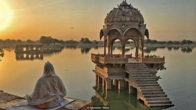 Cả hai tôn giáo, Phật giáo và Hindu giáo, đều có khái niệm về hư vô, nó là một phần của giáo lý.