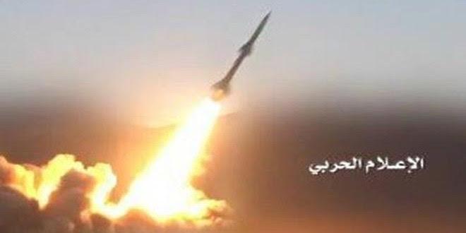 El Ejército yemení lanza un misil balístico contra un campamento del régimen saudita en Asir