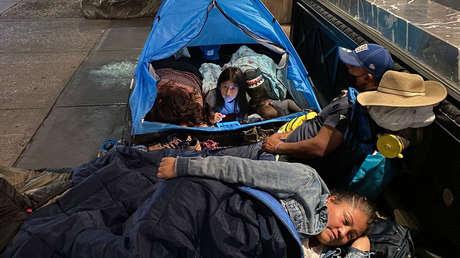 Acampada cerca del ático de Jeff Bezos y marcha en Nueva York para exigir que las grandes fortunas paguen más impuestos