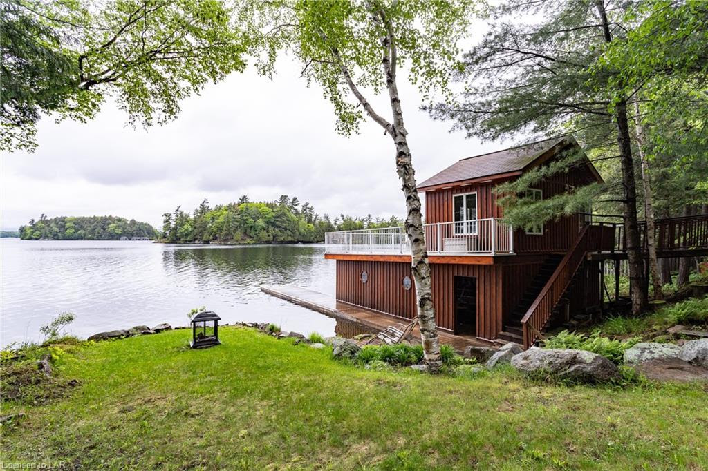 1004 Old Township Rd, Port Carling