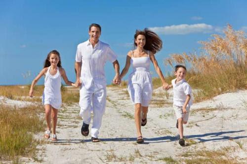 Resultado de imagen para una familia feliz